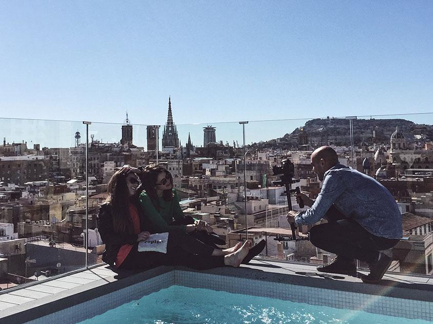 vidéo des copines à Barcelone rooftop
